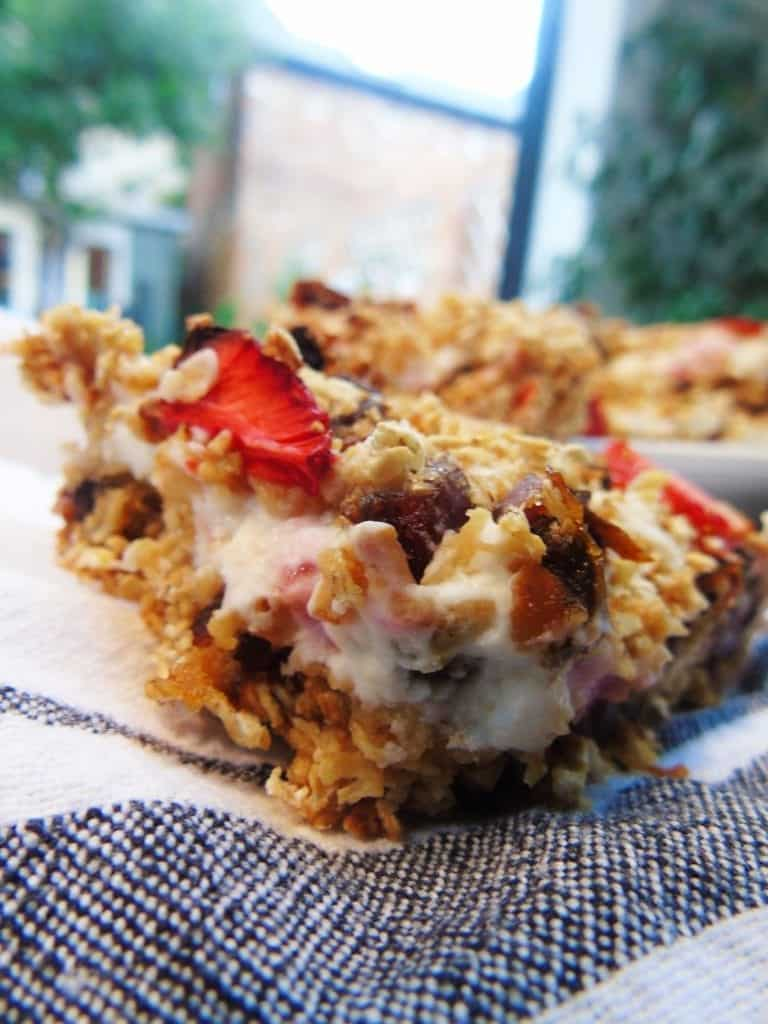 Strawberry Cheesecake Breakfast Bars - Slimming World - Low Syn -Healthy Extra B - Healthy Extra A - Healthy Extras - Breakfast - Slimming World Breakfast Ideas - Sweet Treats - Eat Clean - Fibre - Healthy