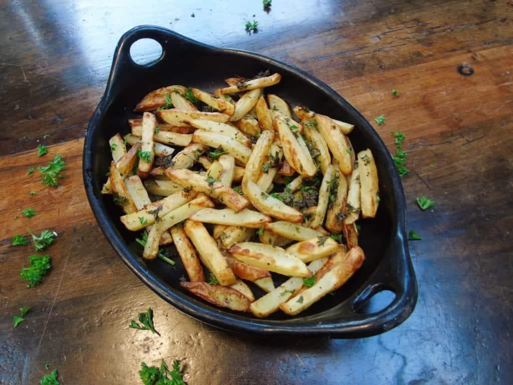 Syn Free Garlic & Herb Chips - Slimming World - Syn Free - Healthy Baking - Parsley - Garlic - Salt & Pepper Chips - Fakeaway Recipe - Fakeaway Ideas - Easy Slimming World Recipe