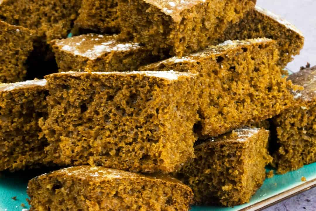 low syn -sticky gingerbread traybake - slimming world - christmas - recipe - healthy - cake - baking