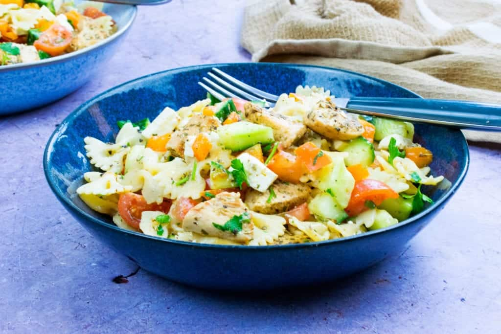 10 Minute Syn Free Chicken Pasta Salad - Slimming World Lunch Recipe