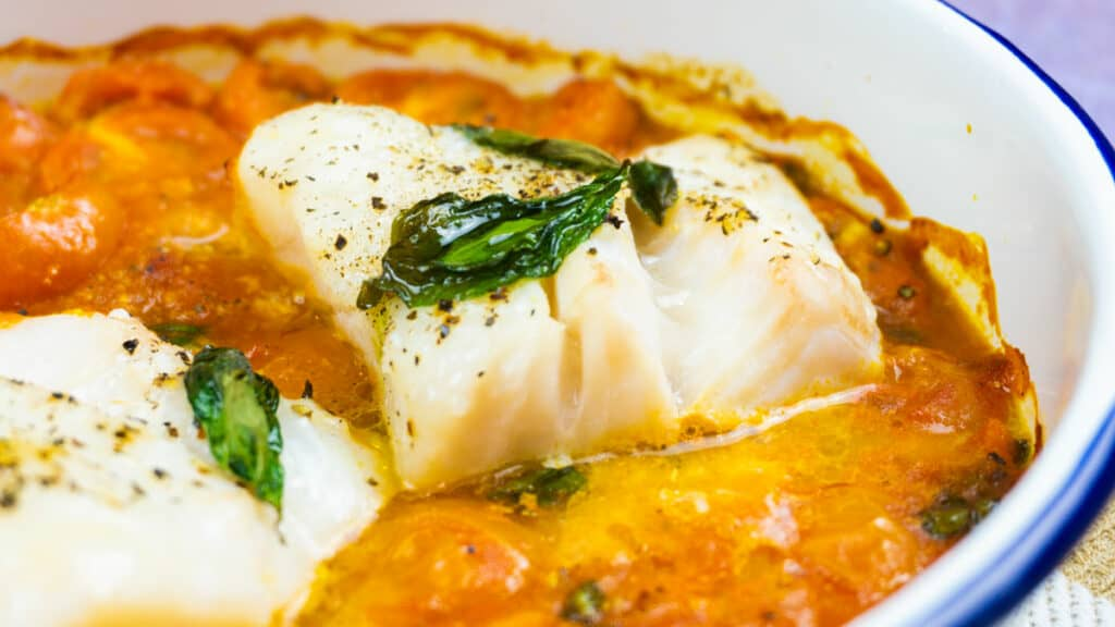 Tomato & Basil Baked Cod Loin Recipe - syn free Slimming World fish dinner recipe